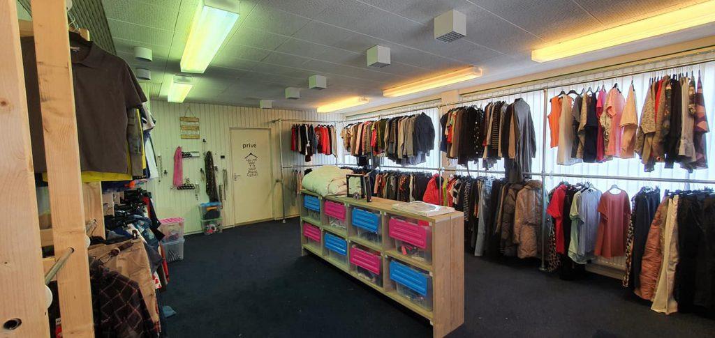 kleding- en speelgoedbank Burgum open
